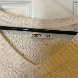 Old Navy Sweaters - Old navy cream v neck sweater